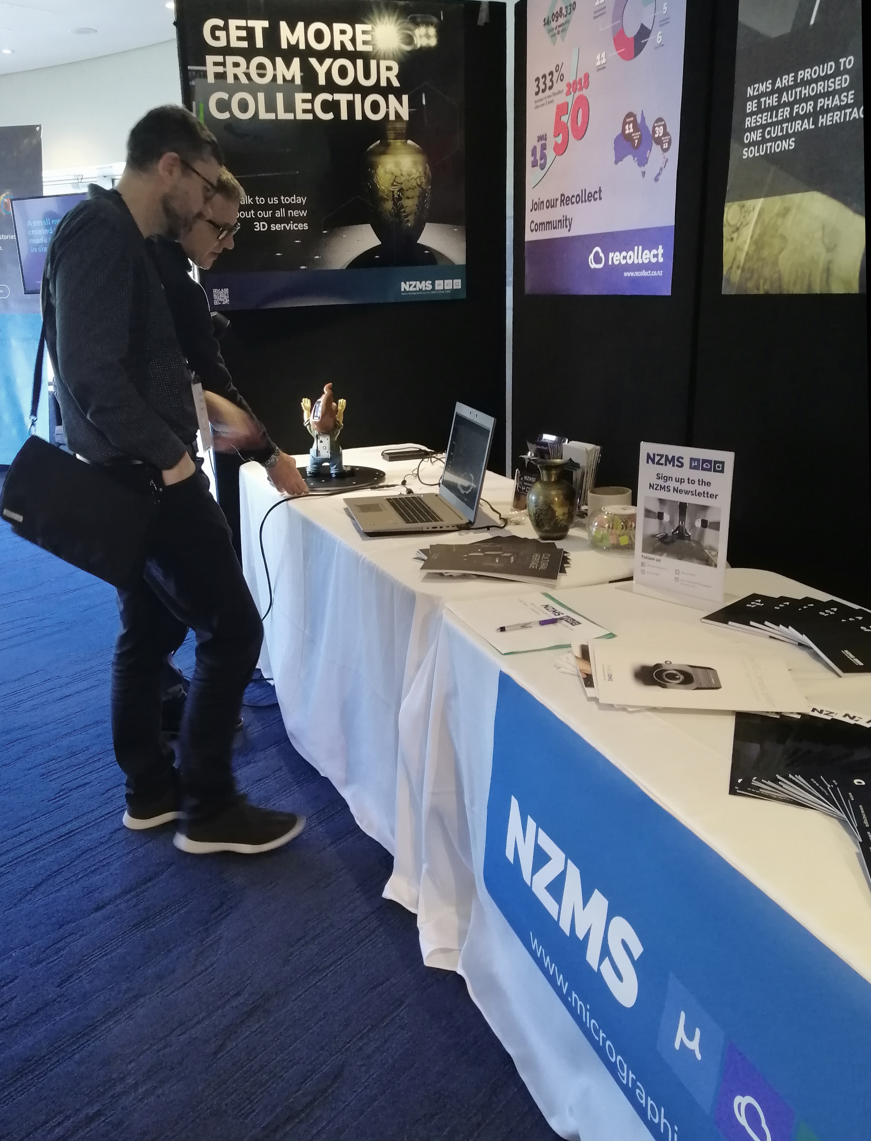 NZMS-Stand